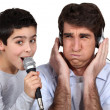 Bad singer with father — Stock Photo