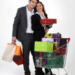 Couple with car full of gifts — Stock Photo