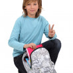 niño preparando su mochila — Foto de Stock