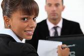 Sekreterare med anteckningar — Stockfoto