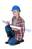 Tradeswoman scrivendo un Appunti — Foto Stock