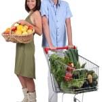 Market vs supermarket: Couple shopping for fruit and vegetables — Stock Photo #16844889