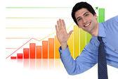 Biznesmen machając przed wykresu słupkowego — Zdjęcie stockowe