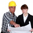 Architect and foreman discussing plans — Stock Photo