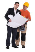 Tradesman and engineer working together — Stockfoto
