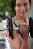 Woman working out with weights — Stock Photo
