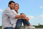 Couple sitting on curb — Stock Photo