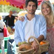Couple at market — Stock Photo