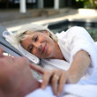 Senior couple relaxing by the pool — Stock Photo