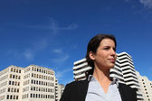 A business woman walking near buildings — Foto Stock