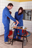 Pupil learning, plumbing skills — Stock Photo