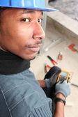 Elektrikçi ile bir ampmeter — Stok fotoğraf
