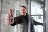 Man fitting a window giving you the thumbs up — Foto de Stock