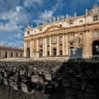 Basilica di San Pietro and seats, Vatican, Rome — Stock Photo