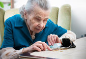 Senior woman counting money — Stock Photo