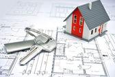 Model van een huis en sleutelhanger — Stockfoto