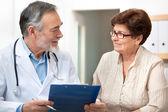 Médico e paciente — Foto Stock