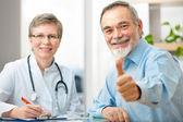 Läkare och patient — Stockfoto