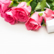 Bouquet of roses and gift box — Stock Photo #39333963