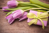 Pink  tulips with a gift box — Stock Photo
