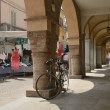 Bike parked under arcades, Busseto — Stock Photo