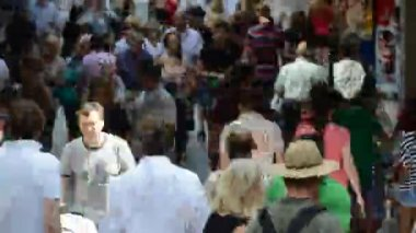 Time-lapse pedestrians in narrow passage — Stock Video