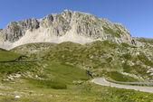 Carretera de montaña en el lado oriental del terminillo, rieti — Foto de Stock
