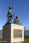 Monument de motards au ghisallo passer, como — Photo