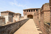 Walk on top of the walls, Soncino Castle — Stock Photo