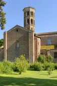 Church transept and bell tower. Abbadia Cerreto — Stock Photo
