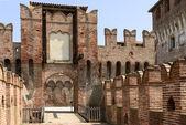 Drawbridge access to main courtyard, Soncino Castle — Stock Photo