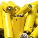 Постер, плакат: Yellow alkaline batteries