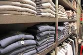 Abiti in negozio — Foto Stock