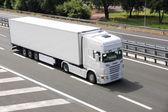 Lege witte vrachtwagen — Stockfoto