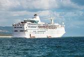 Statek wycieczkowy w nawigacji — Zdjęcie stockowe