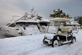 Car, yacht and snow — Stock Photo