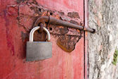 Old metal door with padlock in grungy style — Stock Photo
