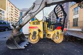 Уплотнитель валика в дороге в асфальтирование работы — Стоковое фото