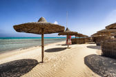 Sunbeds and beach umbrella in Marsa Alam, Egypt — Stok fotoğraf