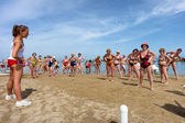 Seniors doing fitness on Cattoica beach, Emilia Romagna, Italy — Stock Photo