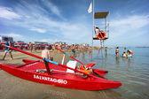 People on Cattolica beach, Emilia Romagna, Italy — Stock Photo