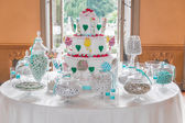 Dessert table with cake and candy for a wedding or party — Stockfoto