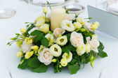 White pink and yellow roses flowers on table for a wedding — Stock Photo