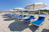Sunbeds and beach ubrellas in Gallipoli, Apulia, Italy — Stock Photo