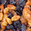 Light and dark raisins — 图库照片