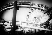 Amusement park rides on a pier — Foto de Stock