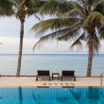 Swimming pool beside the beach — Stock Photo