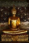 Golden smile statue de bouddha dans un temple en thaïlande — Photo