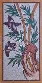 Bambou avec peinture d'oiseau sur un mur de temple chinois — Photo