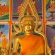 Golden Buddha statue in a temple — Stock fotografie
